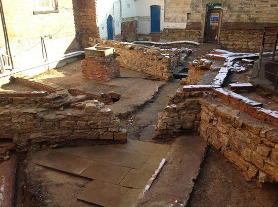 Lincoln Castle: The excavation of a prison courtyard
