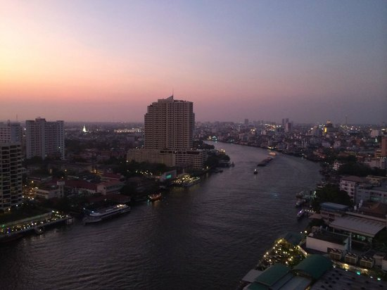 Royal Orchid Sheraton Hotel & Towers: Sunset in Bangkok