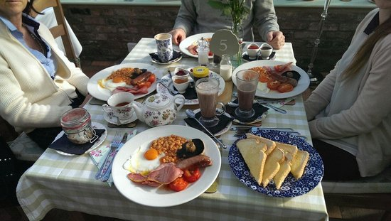 The Bluebell Cafe at Barrowmore: Full English breakfast!