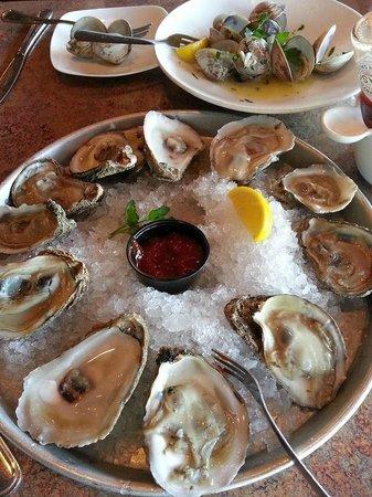 Mahi Mah's Seafood Restaurant : Happy Hour Oysters at Mahi Mah's