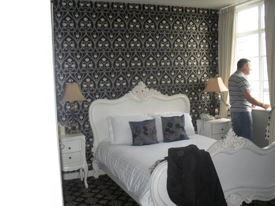 The Earl of Doncaster: comfy bed
