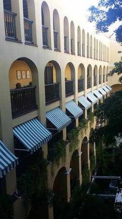 Hotel El Convento: Inside courtyard view; restaurant at the bottom.