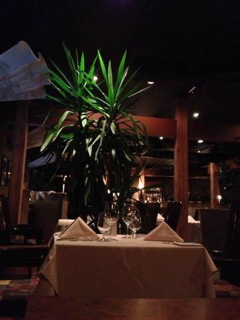 Little Louis' Oyster Bar: The dining room