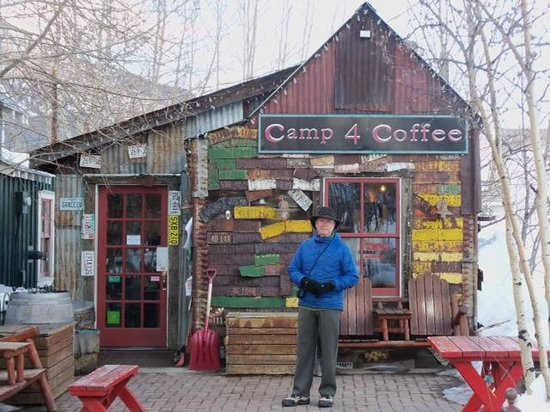 Camp 4 Coffee : Co-Reviewer in front of Camp4