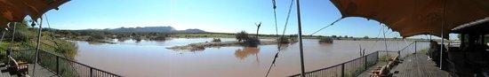 Заповедник Эринди, Намибия: waterhole view