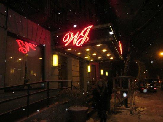 Washington Jefferson Hotel: hotel desde afuera por la noche