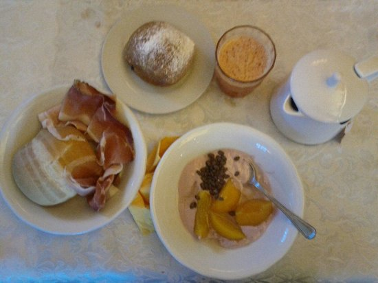 Berghotel Miramonti: Breakfast was delicious