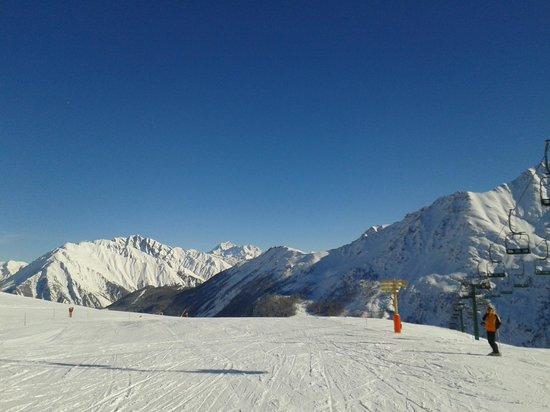 La Thuile: Top of Blue slopes outside La Foyer cafe