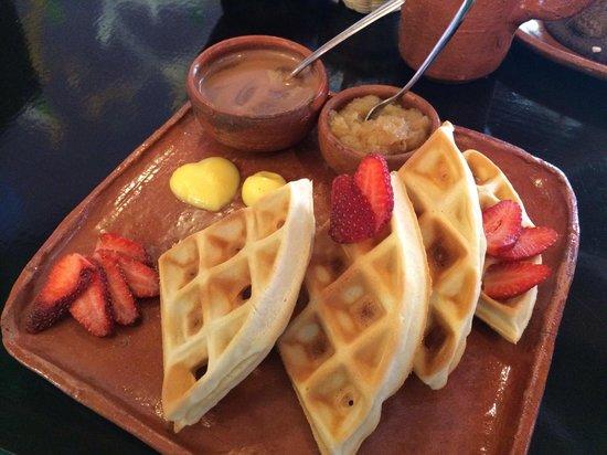 Camino Ka'kaw: Waffles with chocolate & strawberries!