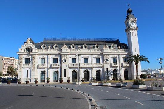 Edificio del reloj picture of hotel marina atarazanas valencia tripadvisor - Hotel avenida del puerto valencia ...