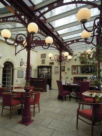 Altwienerhof: Bar nella hall in stile liberty