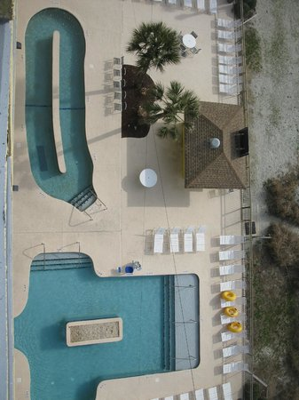 Best Western Ocean Sands Beach Resort: Lazy river and pool. There is also an indoor pool