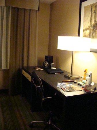 The Watson Hotel : номер