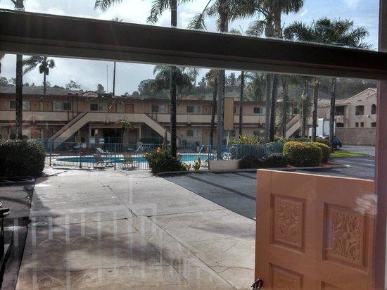 Super 8 Oceanside Marty's Valley Inn: Very Nice Photo!
