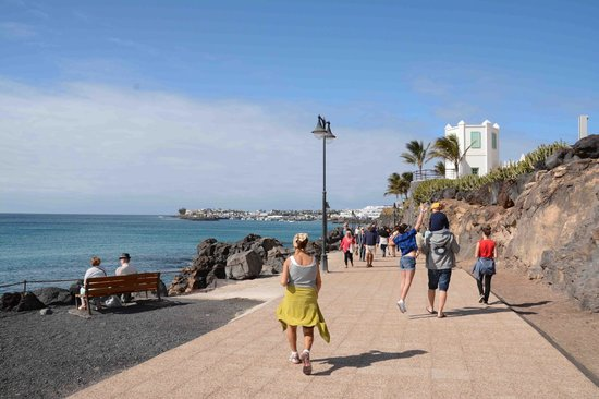 how to get from lanzarote airport to playa blanca