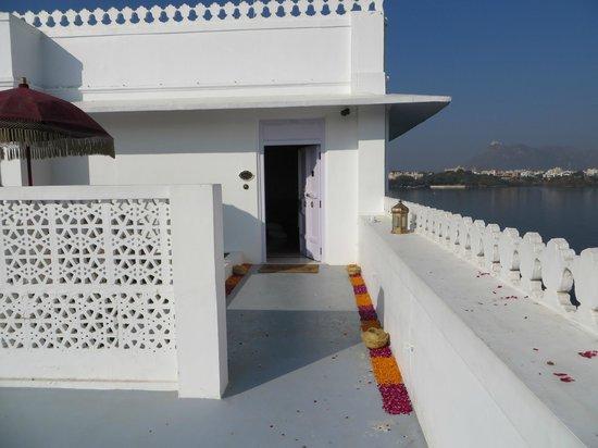 Taj Lake Palace Udaipur: Entrance/patio to a Palace room with flower rangoli