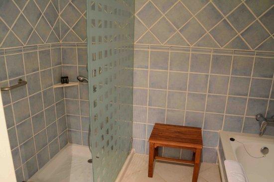 Princesa Yaiza Suite Hotel Resort: suite bathroom