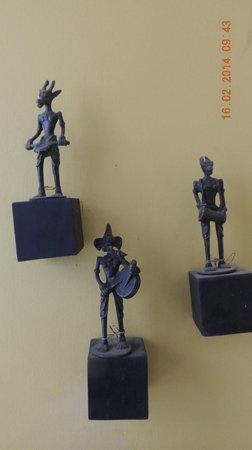 Mrs Padmini Nanayakkara's Chelsea Gardens: Miniatures accrochées au mur
