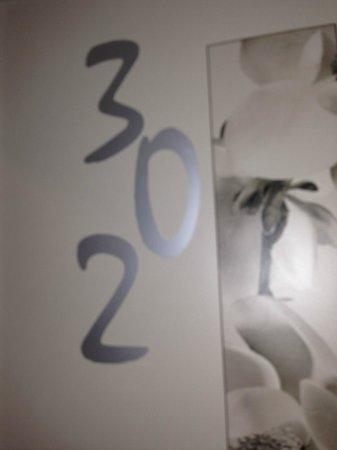 Hôtel Vivaldi: Porta con il numero della camera