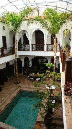 Riad Kasbah : piscina en el patio