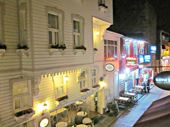 Taya Hatun Hotel: один балкон в отеле,и он достался мне