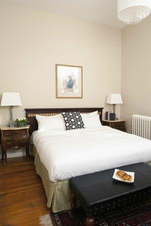 Victorian Hotel: Standard King - lobby level