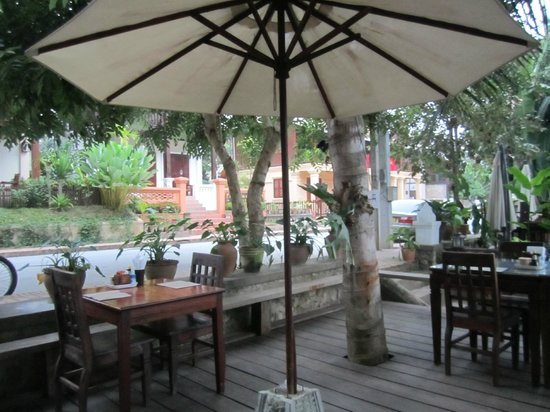 Villa Laodeum Nam Khan View: Patio for breakfast lunch or dinner