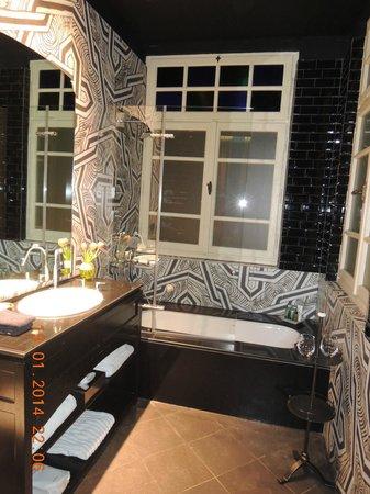 Alma Hotel & Lounge: Ванная комната