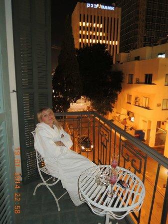 Alma Hotel & Lounge: Вид с балкона