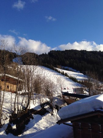 Chalet Les Gets : View of the piste from The balcony