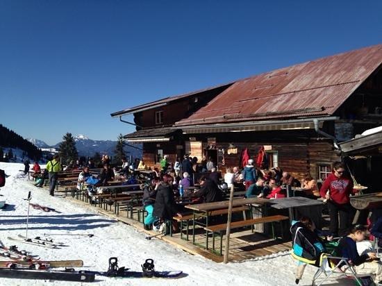 Hotel Austria: great place to eat ski right top of chair lift M1 Markbachjochbahn, Niederau
