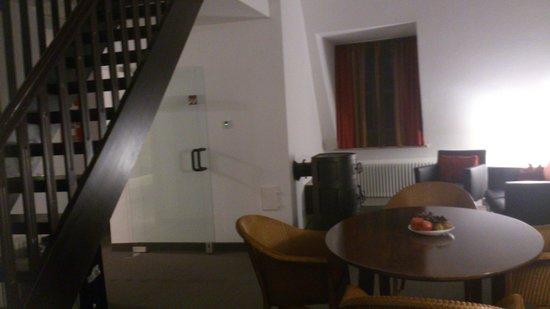 Hotel Nepomuk: Suite - Blick vom Wohnzimmer in Richtung zweites Obergeschoss