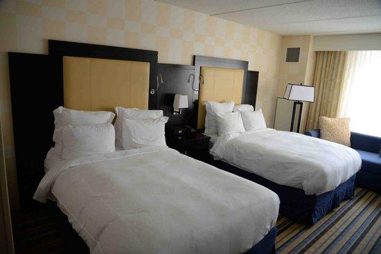 The Baronette Renaissance Detroit-Novi Hotel: Beds. Comfortable.