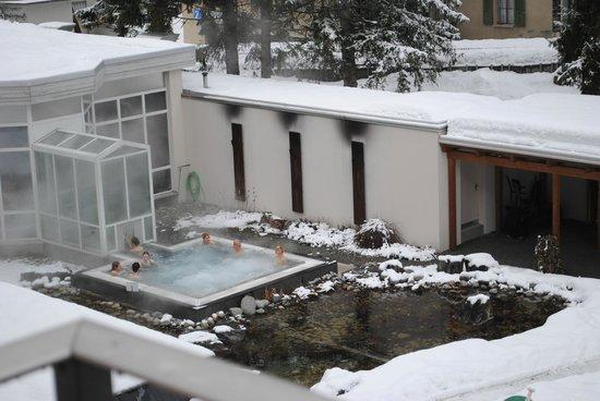 Belvedere Swiss Quality Hotel: Джакузи во дворе отеля