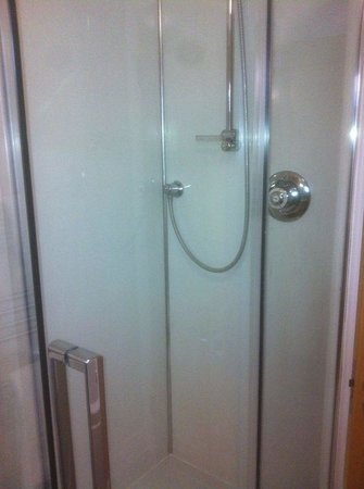 Boathouse Hotel: Lovely clean shower