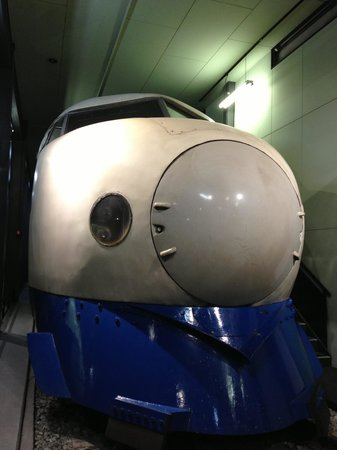 Modern Transportation Museum: 600万km走って昭和53年に引退した0系新幹線。「機械遺産」だそうです