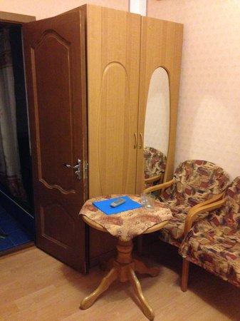 Mechta u Morya: Как открыть шкаф при такой тесноте?