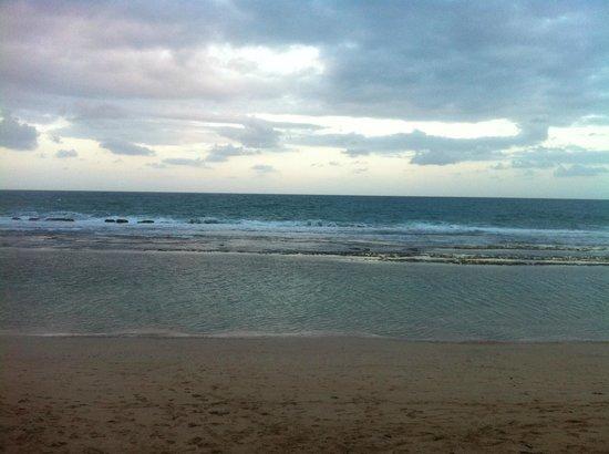 Marulhos Suítes Resort: Praia em frente ao hotel
