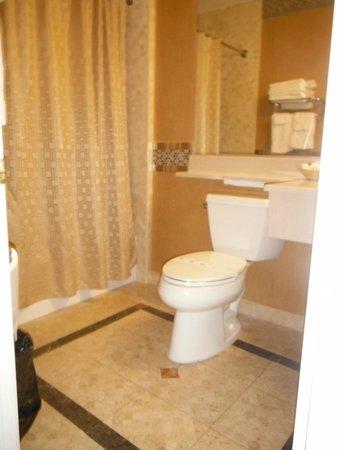 Santa Clarita Motel: Clean and updated bathroom