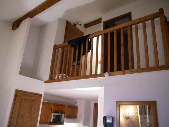 Lagrange Prestige Residence les Fermes de Samoens: mezzanine vu du bas
