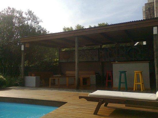 Posada El Capullo : Deck y parrillero