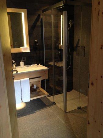 Fleurs de Zermatt : Bathroom