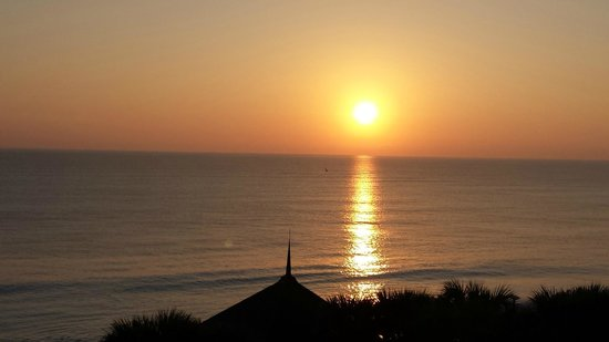Disney's Vero Beach Resort : Beautiful sunrise from balcony