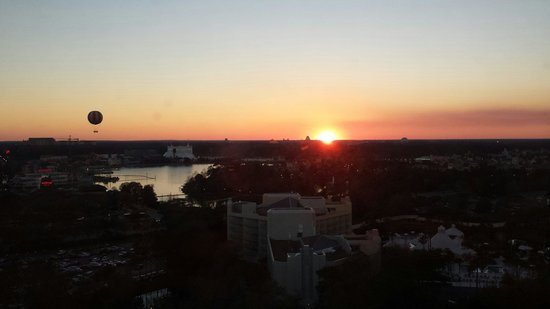 Wyndham Lake Buena Vista Disney Springs Resort Area: Sunset view from 19th floor