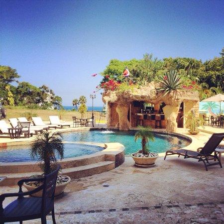 Grand Laguna Beach : The beautiful pool