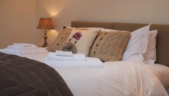 The Old Bakery Bed and Breakfast: Super kingsize bed