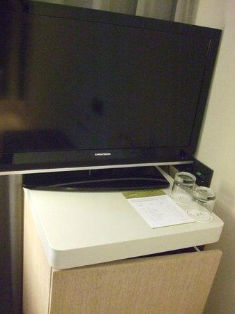 Hotel Exe Moncloa: TV y bar
