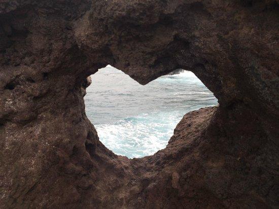 Nakalele Blowhole: The heart shaped rock.