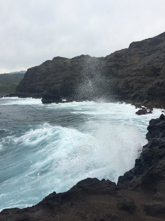Nakalele Blowhole: The surf from the bottom.