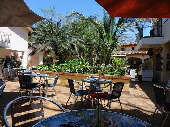 Luna de Plata : Courtyard day time view